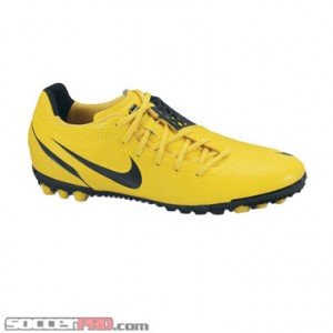newest 25d28 8ae53 Off-set lacing in the Nike5 Bomba ...