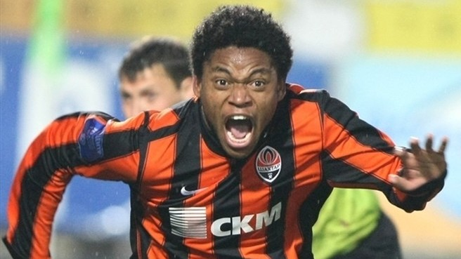 Goals My Granny Could Have Scored: Luiz Adriano Flouts Laws of Physics to Miss One for Shakthar