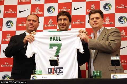 Raul signs with Cosmos